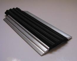 Алюминиевая полоса с резиновой вставкой 2м арт: АЛП-02 (С отверстиями под крепеж)